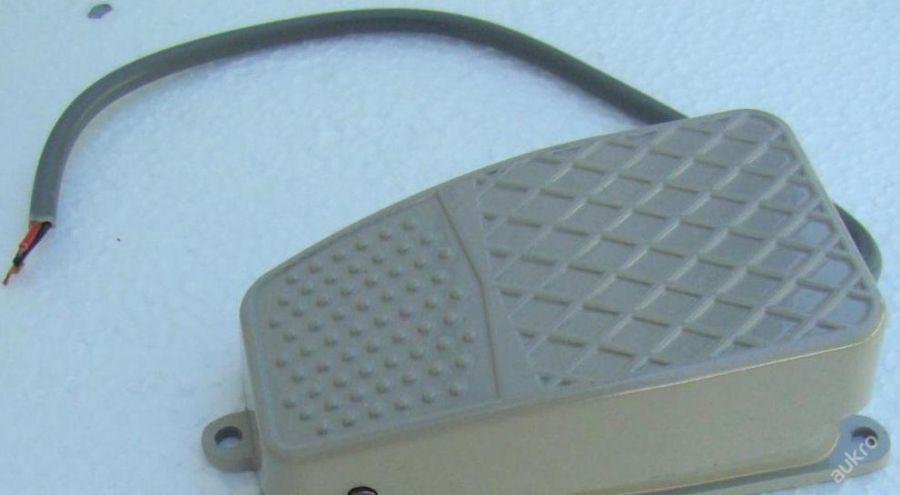 Spínací pedál spínač - přepínač  10A 230V FS-2  NO NC